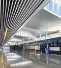 Metal Baffles da Armstrong no aeroporto de Wrocław (Polónia)